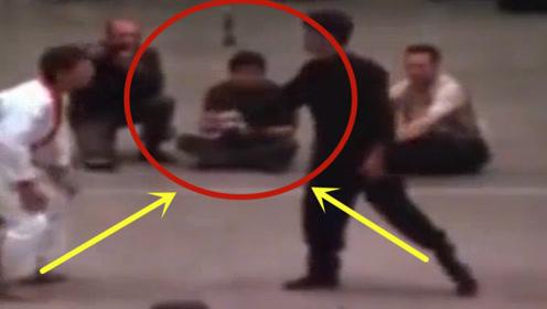 李小龙的寸拳威力有多大?大师现场展示,观众吓到腿软!