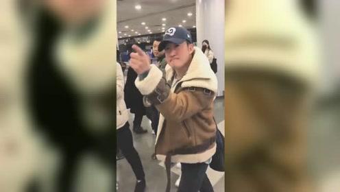 吴京斥机场跟拍者,多次发飙怒斥拍摄者:把孩子撞了怎么办?