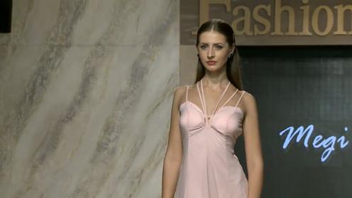 气质显嫩的吊带裙,尽显美模绝美不凡,让人着迷!