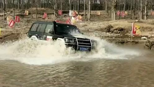 越野老司机就是猛啊,转弯过水都不带减速了,厉害了!