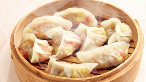 饺子别再用面粉做了,按这样做,饺子晶莹剔透,上桌就被抢光!