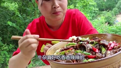 农村胖妹尝试四川风味,2斤牛杂做汤面,下了1斤辣椒辣过瘾