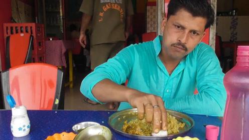 为啥印度人吃饭,不用餐具而是用手?当地人:手是最神圣纯净的!