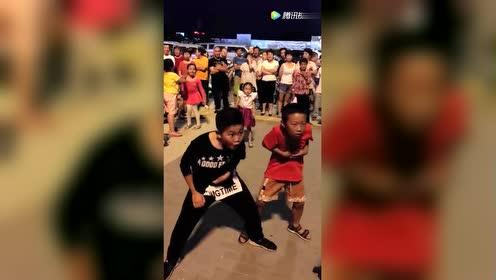 育儿亲子萌宝!这两男孩跳的舞好任性!