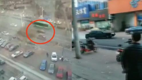 秦皇岛闹市街头上演警匪驾车追逐,嫌疑人车载7桶汽油疯狂冲撞