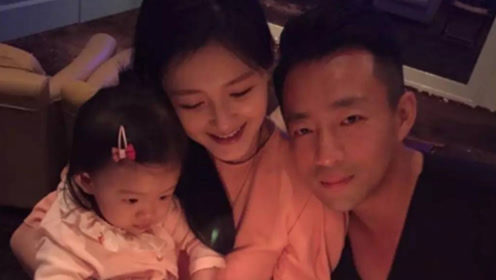 汪小菲带女儿看电影晒高糊照被吐槽 小S女儿许老三意外出镜