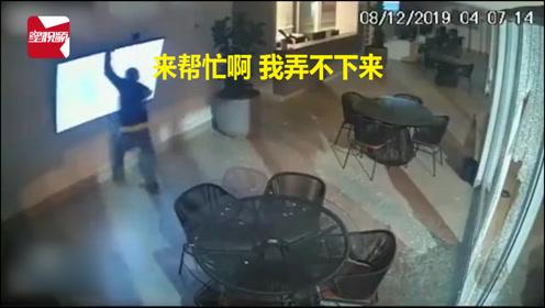 第一次太紧张了!监控实拍几个笨贼偷电视机全过程