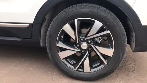 抢鲜看:长安CS55 PLUS轮胎,双色设计,性价比年轻化
