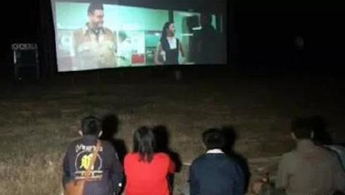 坟场看电影?泰国华人后代在墓地放电影,现场气氛有点吓人