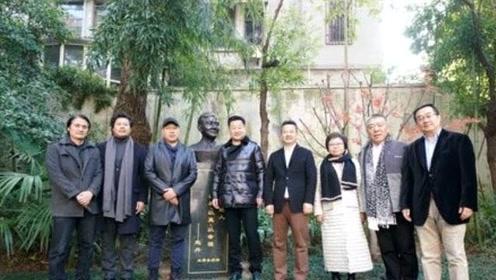 王景春捐赠赵丹铜像 阐释好角色与好演员