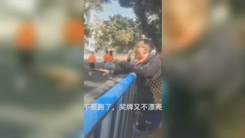 广州马拉松现另类加油 网友:好想打他