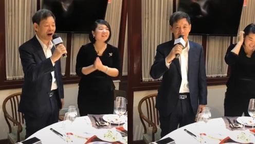 """73岁""""郑西坡""""李光复与友人聚餐,高歌一曲声音动听精神奕奕"""