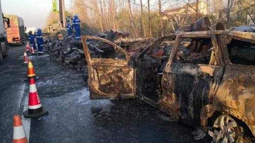 3死4伤!沪陕高速两车相撞起火 面包车烧成骨架