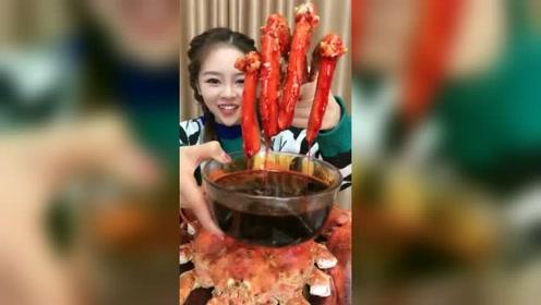 过年就吃帝王蟹,看颜值就知道出生在了富裕家庭
