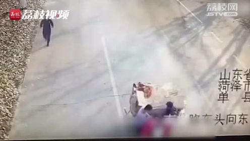"""""""火车""""驶过消防队 消防员狂追用身体拦截 开进消防队灭火"""