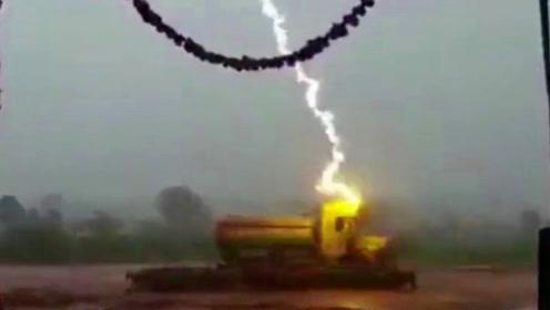 天空闪电突然降临,瞬间劈中卡车,羊主人却欲哭无泪!
