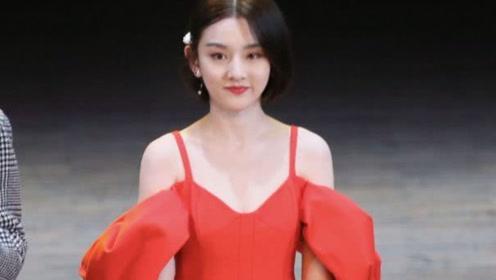 宋祖儿终于对红裙下手!这明艳精致感,美过颜值巅峰的张柏芝