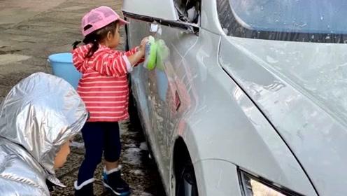霍启刚分享儿女近照 让孩子们知道买东西的代价 教育观接地气