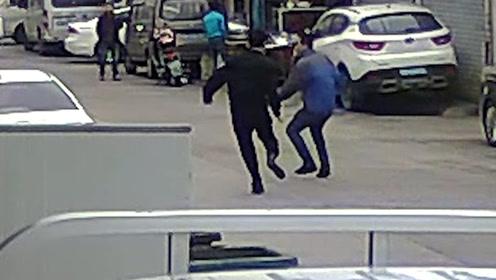 57岁民警与90后小偷面对面搏击 10秒制伏嫌疑人