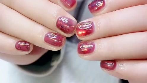 短指甲也能做的好看美甲来了,又闪又亮特别温柔