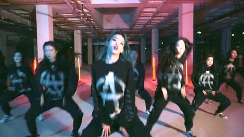 韩式冰冰舞,女孩扭头甩尾霸气十足!
