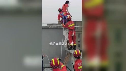消防员的本能让人心疼,我们人民的骄傲!