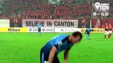 视频-真拼了!悉尼飞翼赛中场边喷雾吸药