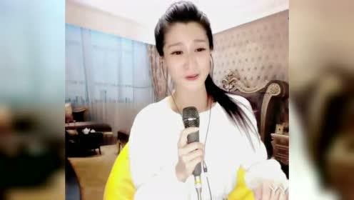 YY实力唱将娜宝一曲《女儿情》迷人的笑容真美!