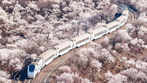 京郊通往春天的列车驶过的是桃花海与詹天佑的人字形铁路