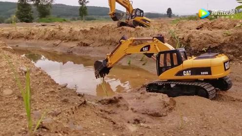 挖掘机新手首作业翻车,老板心疼得快哭了