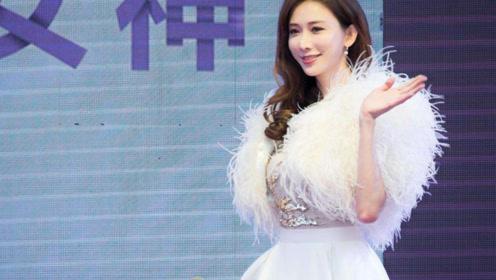 林志玲现身活动穿婚纱,可这脸怎么看起来怪怪