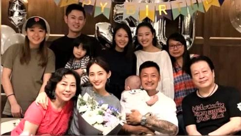 王棠云30岁生日照曝光,余文乐怀抱儿子一家三代同框画面很温馨