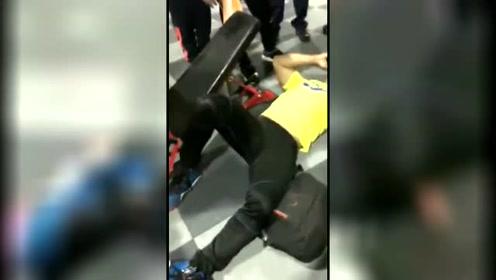 男子重训动作错误 下秒膝盖变反直角倒地惨叫