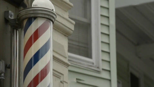 理发店门口的三色柱代表了什么?每个颜色代表不同的东西!