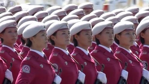 女兵在阅兵仪式时想上厕所怎么办?方法太机智,听完让人不好意思!