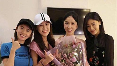 娄艺潇和爱情公寓成员合影 年纪最小的她看起来却像阿姨