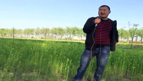 农民歌手自编一首歌!唱到穷人心坎里了,如今的社会太现实了