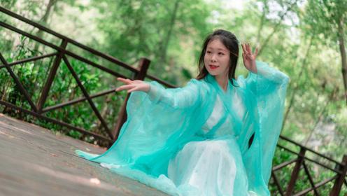 中国舞《未见青山老》当时未见青山老,满目棠梨映红袖