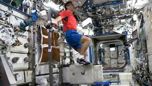 一架飞机模拟失重环境,原来宇航员是这样运动的!