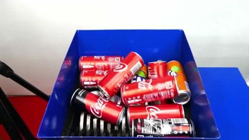 老外把100个易拉罐扔进最强机器,场面混乱!你猜能吞下去吗?