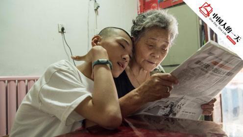 15岁脑瘫儿从小被妈妈抛弃,是奶奶和爸爸一手带大