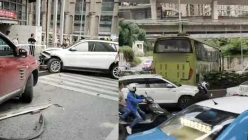 突发!贵阳一大客车失控18车连撞4人受伤,司机已被警方控制