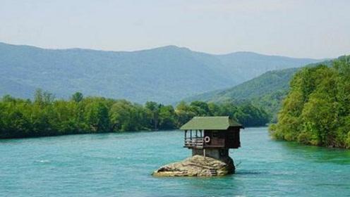 河流中央的小屋历时49年,洪水都冲不走,建造原因让人无语!