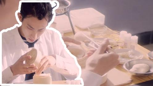 脑洞太大! 在教室找对工具,不用进厨房也能做出一桌美食