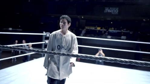 WWE中国区大使向佐坐班第一天接受灵魂拷问 成功带回冠军腰带