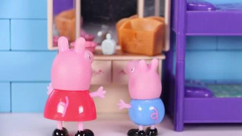 猪妈妈总是坐在化妆台前面 小猪佩奇和乔治感觉很奇怪 玩具故事