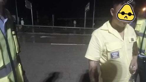后备箱藏棒球棍,男子无证被查求晚点再拘:我还约了打架