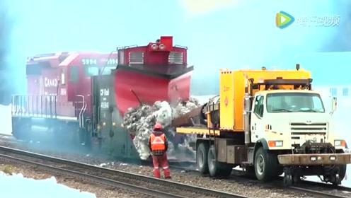 这台汽车动力太大了,连火车也能拉的动!