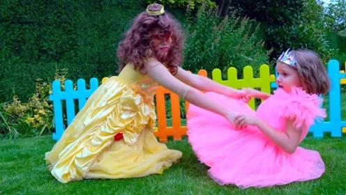 小萝莉约好和朋友去玩,一出门却发现撞衫了,气的直跺脚!