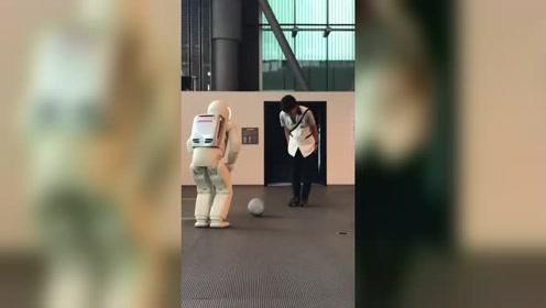 不会削面的机器人还叫机器人吗?